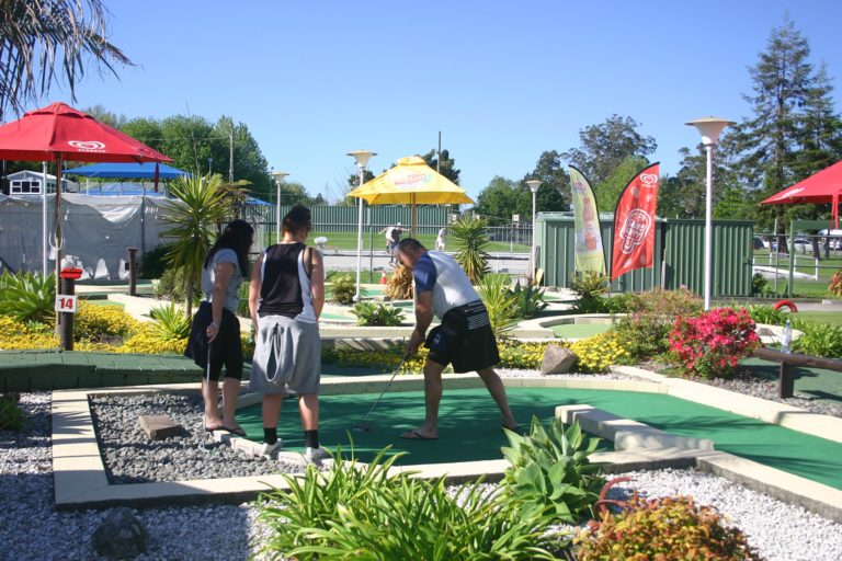 tauranga-mini-golf-2